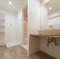 トイレや洗面所等の水廻りの床に貼ってある材料は何? 意匠性と機能性に優れた○○○タイルです。