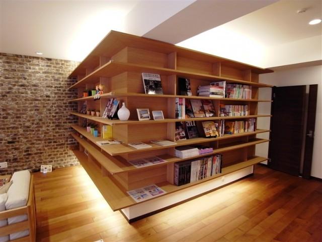 bookshelf2-640x480